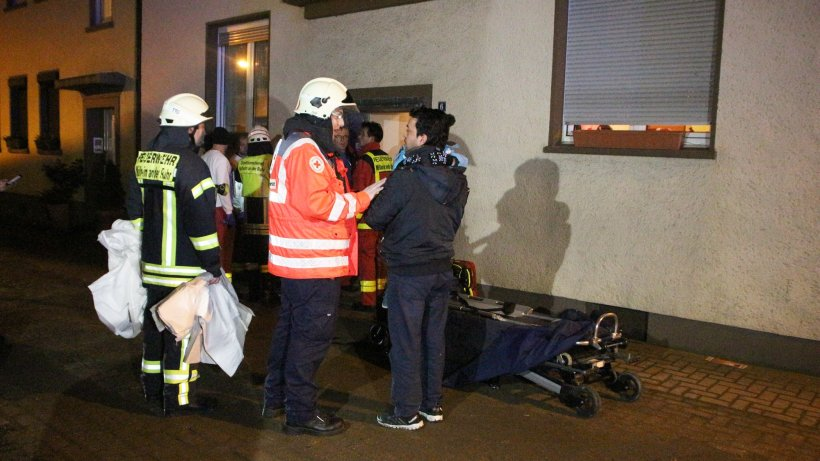 ein toter und neun verletzte die polizei ermittelt m lheim. Black Bedroom Furniture Sets. Home Design Ideas