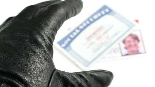 Ein Betrüger versuchte in einer Hagener Bank mit einem geklauten Personalausweis Geld abzuheben. Doch dumm gelaufen: der Personalausweis gehörte einem der Mitarbeiter.