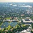 Wedau von oben: MSV-Arena, Wassersky-Seilbahn, Wedau Sportpark und Regattabahn.