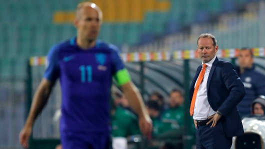 Holland-Kapitän Arjen Robben bedauert die Entlassung von Danny Blind.