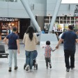 Familie am Düsseldorfer Flughafen