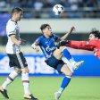 Fußball Testspiel FC Schalke 04 - Besiktas Istanbul am 19.07.2017 in in Zhuhai (China). DerSchalker Amine Harit (M) kämpft gegen Matej Mitrovic  und Tolga Zengin  (r) von Istanbul  um den Ball. Foto: Power Sport Images/dpa +++(c) dpa - Bildfunk+++