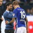 Gut gemacht: Schalke-Trainer Domenico Tedesco mit Guido Burgstaller.
