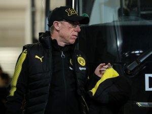 BVB-Trainer Peter Stöger bei der Ankunft in Mainz.