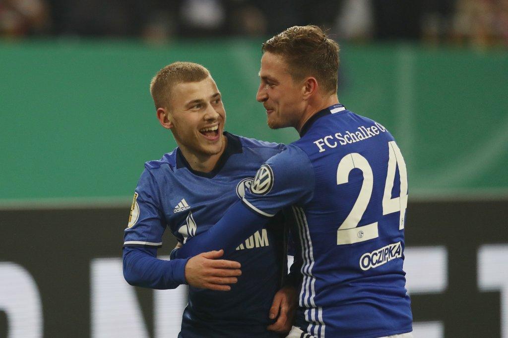 Fc Schalke 04 Max Meyer Will Die Vertrags Entscheidung Hinauszögern
