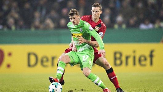 Mickael Cuisance von Borussia Mönchengladbach (vorn).