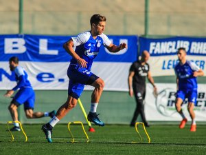 Schalke-Defensivmann Nastasic schuftete im Trainingslager vor dem Rückrundenstart.