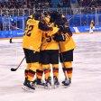 Großer Jubel bei Deutschlands Eishockey-Team: Es hat das Viertelfinale erreicht.