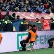 Zwei Fans wurden in Leverkusen verletzt.