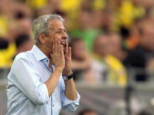 Wird als Stöger-Nachfolger in Dortmund gehandelt: Trainer Lucien Favre.