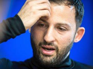 Domenico Tedesco, Trainer vom FC Schalke 04, wird am 6.3.2018 in Gelsenkirchen von Redakteuren interviewt.   Foto: Lukas Schulze / FUNKE Foto Services