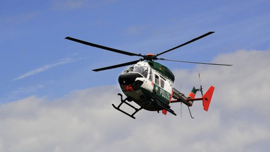 Die Polizei suchte mit einem Hubschrauber (Symbolbild).