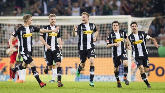 Christoph Kramer (Mitte) jubelt nach dem 3:0 für Borussia Mönchengladbach.