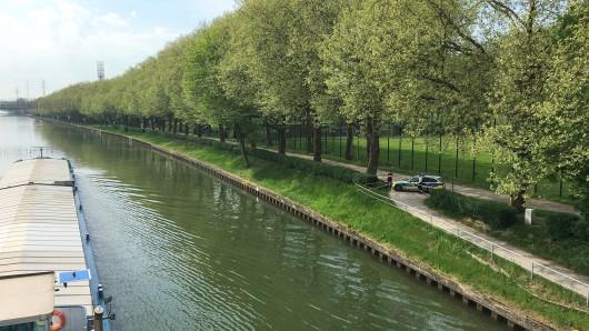 Im Rhein-Herne-Kanal an der Konrad-Adenauer-Brücke fand eine Kanufahrerin die Frauenleiche.