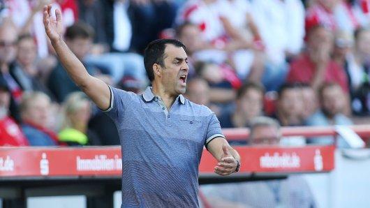 Enttäuscht: Trainer Robin Dutt vom VfL Bochum.