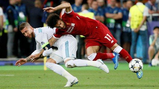 In dieser Szene verletzte Real-Verteidiger Sergio Ramos Liverpool-Angreifer Mo Salah.