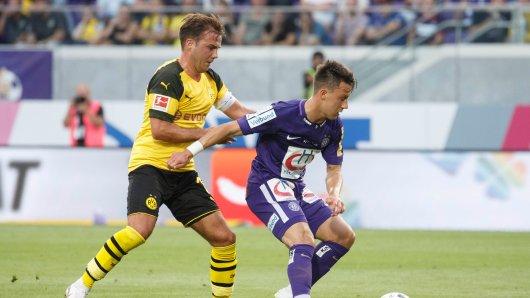 Mario Götze (links) beim BVB-Test in Wien gegen Dominik Prokop.