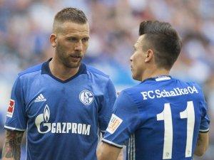 Der FC Schalke 04 präsentiert am Montag sein neues Trikot.
