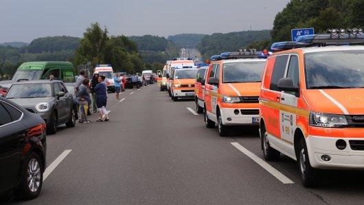 Einen schweren Auffahrunfall hat es am Samstag auf der A1 gegeben.