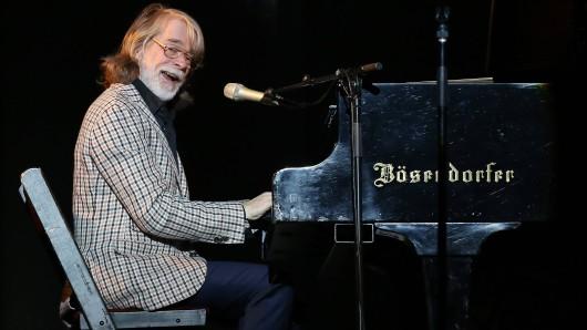 Wenn Helge Schneider sein Klavier als Klafünf bezeichnet, ist es witzig.