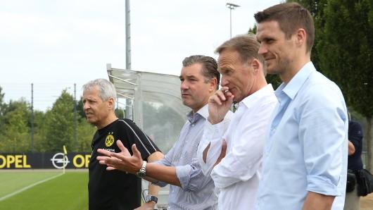 BVB-Trainer Lucien Favre (l.) mit den BVB-Bossen (v. l.) Michael Zorc, Hans-Joachim Watzke und Sebastian Kehl.