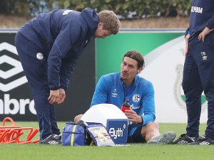 Verletzte sich im Training und fehlt Schalke nun längerfristig: Benjamin Stambouli.