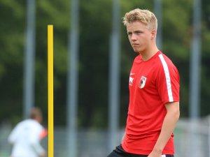 Der kleine Bruder von BVB-Star Mario Götze: der Augsburger Verteidiger Felix Götze.