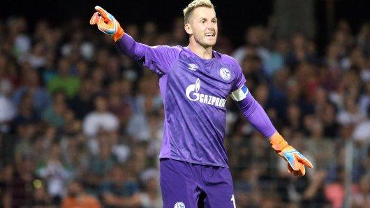 Im Pokalspiel in Schweinfurt trug Schalke-Torwart Ralf Fährmann erstmals eine besondere Kapitänsbinde.