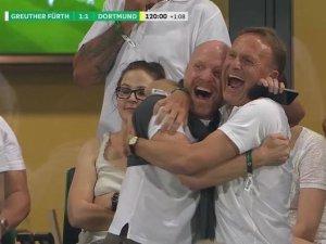 Dortmunder Jubel: Matthias Sammer freut sich mit BVB-Geschäftsführer Hans-Joachim Watzke (r.).