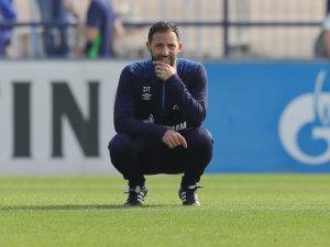 Schalke-Trainer Domenico Tedesco feiert seinen Einstand in der Champions League.