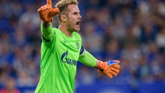 Beim Spiel zwischen dem FC Schalke 04 und dem FC Porto in der Champions League parierte Ralf Fährmann einen Handelfmeter in der Anfangsphase.