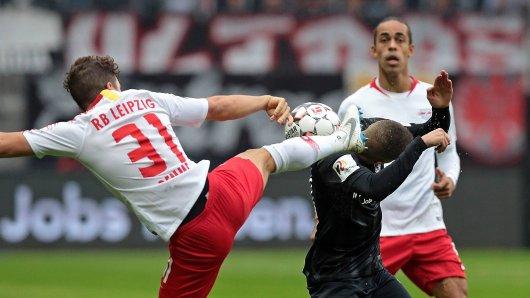 Im Spiel zwischen Eintracht Frankfurt und RB Leipzig geht's ganz schön heiß her.