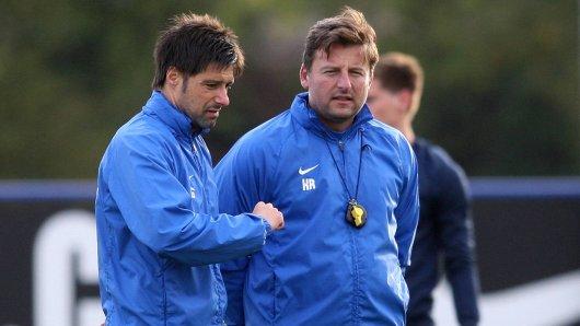 Einst ein Trainergespann beim MSV Duisburg: Kosta Runjaic (r.) im November 2012 als MSV-Chef mit Assistent Ilia Gruev.