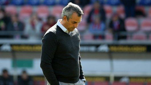 Enttäuscht nach der Niederlage in Heidenheim: Trainer Robin Dutt vom VfL Bochum.