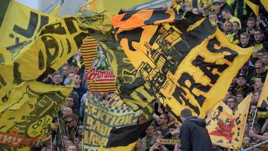 Fans von Borussia Dortmund hatten sich Samstagabend mit Fans von Borussia Mönchengladbach in Wattenscheid verabredet.