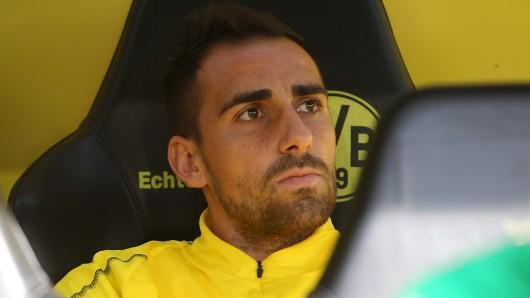 Paco Alcacer auf der BVB-Bank. Ob er am Mittwoch im Kader stehen kann, ist fraglich.