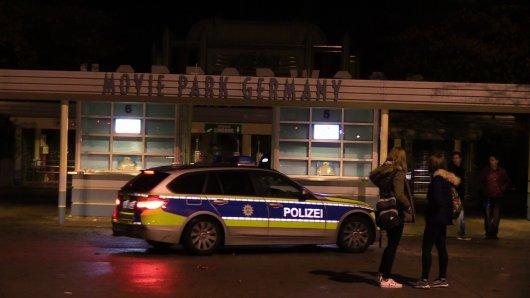 Die Polizei war am Freitagabend mit einem Großaufgebot am Movie Park bei Bottrop-Kirchhellen im Einsatz.