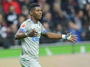 Schalkes Breel Embolo hat sich den linken Fuß gebrochen.