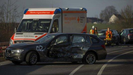 Ein Fahrzeug nach einem Verkehrsunfall (Symbolbild).