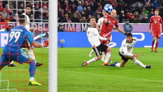 FC Bayern - Benfica Lissabon: Arjen Robben erzilete die beiden Treffer zum 1:0 und 2:0 für die Münchner.