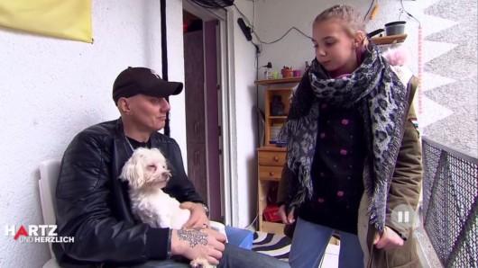 Elvis (l.) ist zutiefst enttäuscht von seiner Tochter Jelena (r.).