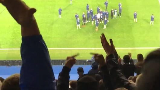 Der FC Schalke 04 verlor in Porto 1:3, und die Fans waren anschließend stocksauer.
