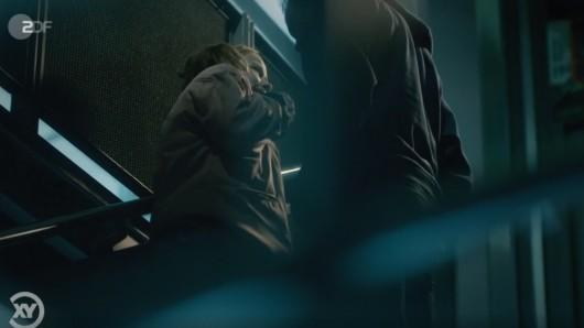 """Eine nachgestellte Szene zeigt in """"Aktenzeichen XY"""", wie die Vergewaltigung abgelaufen sein soll."""