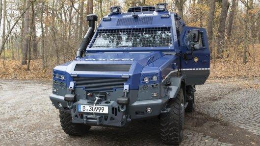 """Bei dem eine Million Euro teueren Einsatzfahrzeug handelt es sich um ein sogenanntes """"defensiv-Fahrzeug""""."""