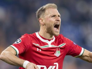 Ex-Schalke-Star Benedikt Höwedes muss sich vor Gericht verantworten.