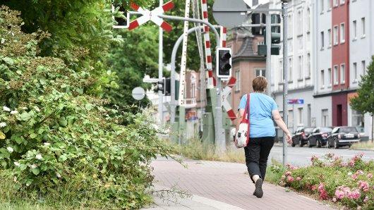 Eine Frau behinderte Samstagnacht den Verkehr an der Bismarckstraße in Gelsenkirchen. (Symbolbild)