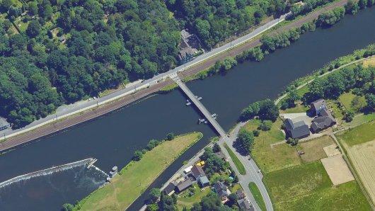 Die Pontonbrücke in Bochum-Dahlhausen dient als wichtige Verbindung über die Ruhr.