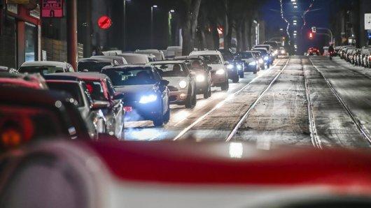 In vielen Ruhrgebietsstädten, wie am Morgen in Bochum, kann es am Abend und in der Nacht glatt werden.