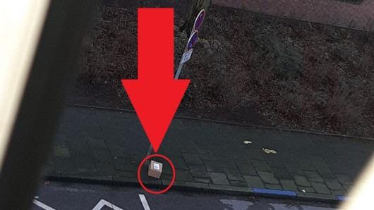 Bei einem Blick aus dem Fenster entdeckte eine Frau aus Castrop-Rauxel ihr Paket auf dem Bürgersteig.