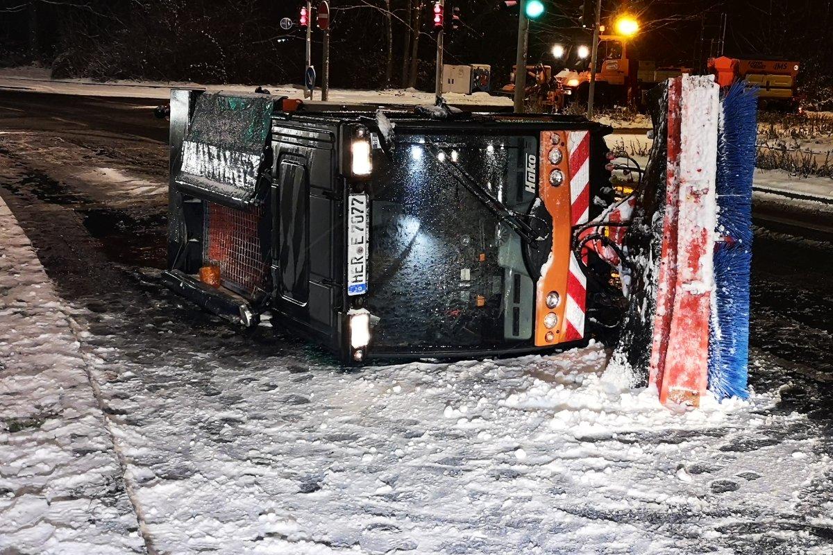 Schnee Und Glätte Schneeball Streich Sorgt Für Verletzte Region